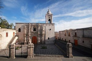 Fachada de la Iglesia de San Agustín en Arequipa.
